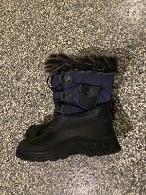 Kids snow boots - size 1 for Sale in San Diego, CA