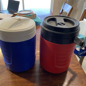 Igloo 2 Gallon Water Cooler for Sale in Hesperia, CA