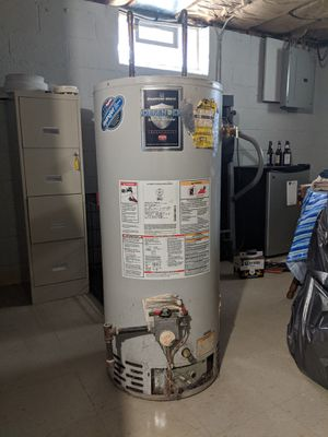 Bradford White Defender 40 gal short water heater for Sale in Parma, OH