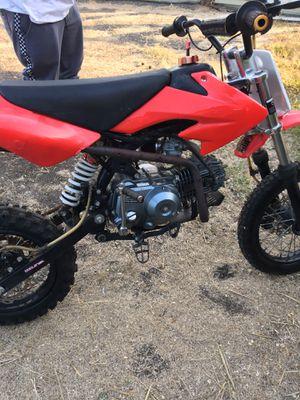 125cc dirt bike runs title for Sale in Hayward, CA