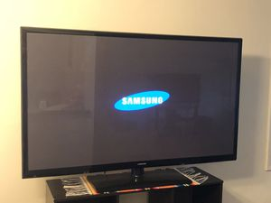 $250 Samsung smart tv, 65 inches, works great, no remote. for Sale in Trenton, NJ