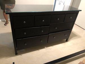 Free dresser for Sale in Miami, FL