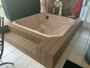 Hot tub for sale complete with cover motor and heater perfect working condition for Sale in Fort Lauderdale, FL
