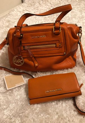 MK purse with matching wallet for Sale in Fresno, CA