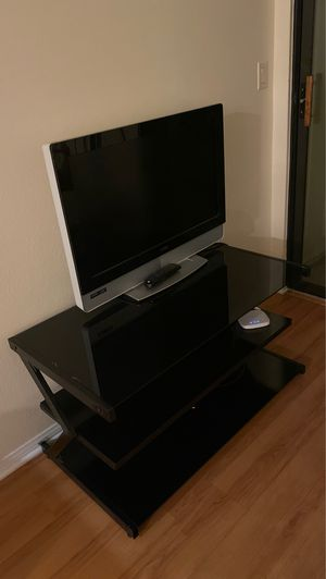 Tv 32 inch with TV stand for Sale in Oakland, CA