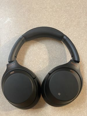 Sony wireless noise canceling headphones for Sale in Woodbridge, VA