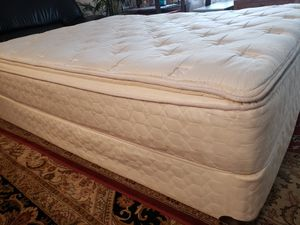 Queen Pillowtop Bed Mattress set box spring bed frame Sealy Posturpedic for Sale in Lynnwood, WA