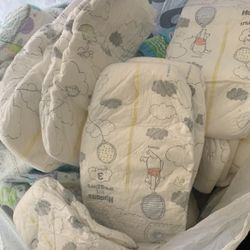 Bag Of Size 3 Huggies Pampers for Sale in Long Beach,  CA