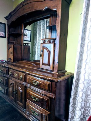 Beautiful modern bedroom set for Sale in Erie, PA