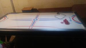 Air hockey table working for Sale in Fairlawn, OH