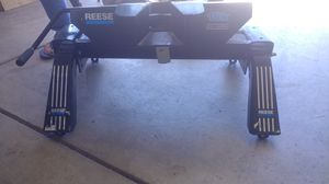 Used 16K Reese Fifth Wheel Hitch (Including new universal rail kit) for Sale in Palmdale, CA