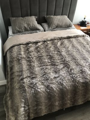 UGG blanket for Sale in Los Angeles, CA