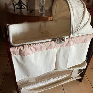 Bassinet/ Changing Table for Sale in Glendale, AZ