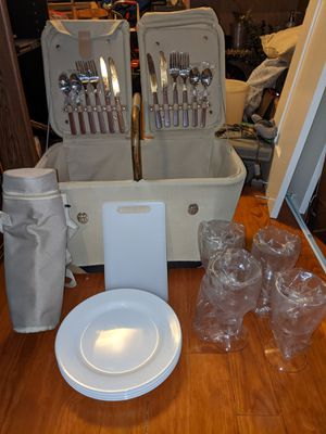 NEVER USED - Picnic Basket with Utensils, Plates, Cups, Cutting Board and Bottle Carrier for Sale in Portsmouth, VA