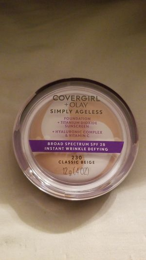 COVERGIRL & Olay Simply Ageless Instant Wrinkle-Defying Foundation, Classic Beige for Sale in Fontana, CA