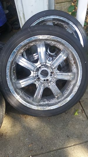 I have all 4 caps 20in rims for Sale in Providence, RI