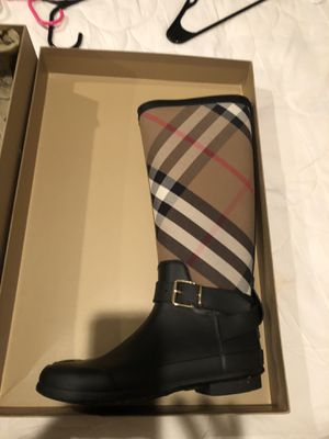 Authentic Burberry rain boots size 38..8 women's for Sale in Vienna, VA