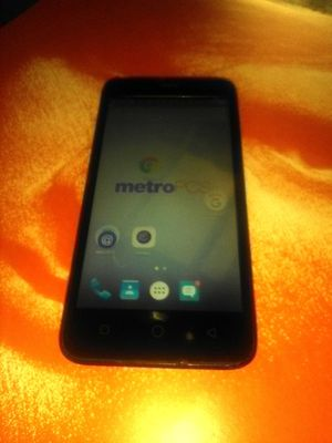 METRO PCS COOLPAD CLEAN JUST NEEDS A METRO PCS/T-MOBILE SIM IN GOOD CONDITION for Sale in Colton, CA