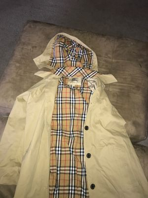 Burberry trench coat size large for Sale in Vallejo, CA