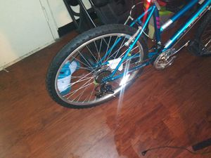 Two bikes one ten speed and one kid bike for Sale in Dallas, TX