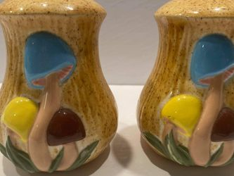 Vintage Arnel Mushroom Salt & Pepper for Sale in Midland,  MI