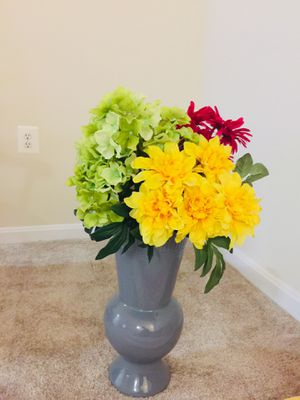Beautiful Bunch of Flower and Vase for Sale in Rockville, MD