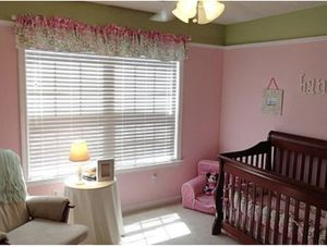 Cherry finish crib for Sale in Simpsonville, SC