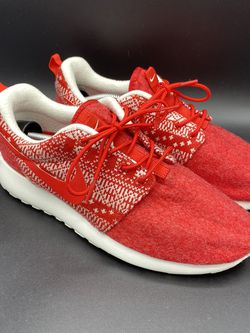 Red Nike Women Roshe Winter Sneakers Sz 8 Christmas 685286 661 Felt Tribal for Sale in Peoria,  IL