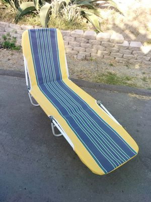 Folding lounge chair or beach chair reclining back great shape for Sale in Vista, CA