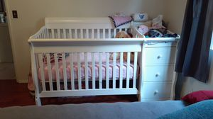 White crib with drawers for Sale in Long Beach, CA