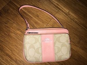 Authentic Coach wristlet in new condition for Sale in Fairfax, VA