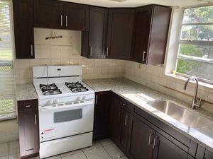 Kitchen cabinet for Sale in Miramar, FL