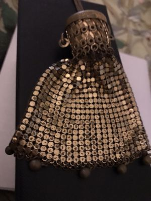 Antique mesh purse with wrist chain. Purse expands to open. Unique and has a cap to close it for Sale in Englewood, CO
