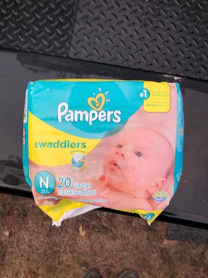 Pampers swaddle her's newborn 10lbs. /20 diapers included for Sale in Woodbury, TN