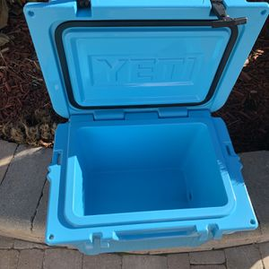Yeti, Cooler And Blue for Sale in Elmhurst, IL