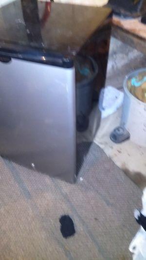 Frigidaire mid size refrigerator has lock on it for Sale in Oshkosh, WI