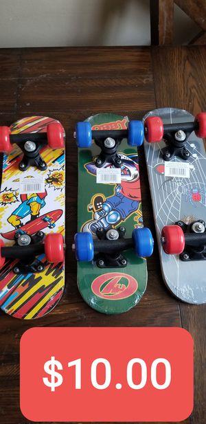 New Kids Wood mini Skateboard 17in , Patinetas Nuevas de Madera para niños de 17in for Sale in South Gate, CA