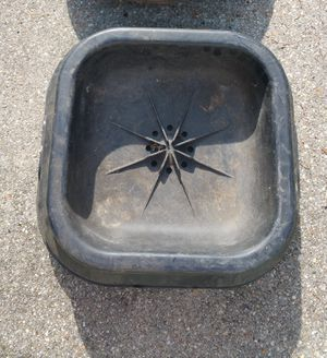 "SALT BLOCK PAN 50 LB CAPACITY & FEED PAN 22"" DIAMETER 7 GAL CAPACITY FLEXIBLE, EQUESTRIAN for Sale in Hampton, VA"
