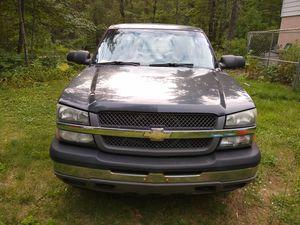 05 Silverado 1500 4WD Work Truck V6 8ft for Sale in Grayling, MI
