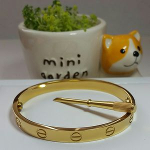 18k yellow gold Love Bangle for Sale in Daly City, CA