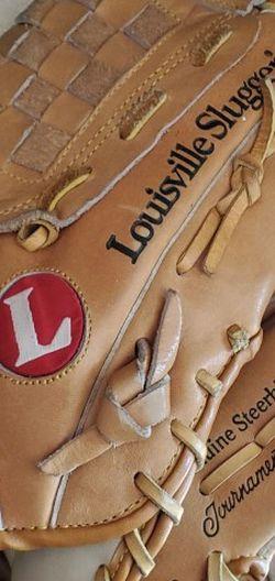 Louisville Baseball Glove for Sale in Long Beach,  CA