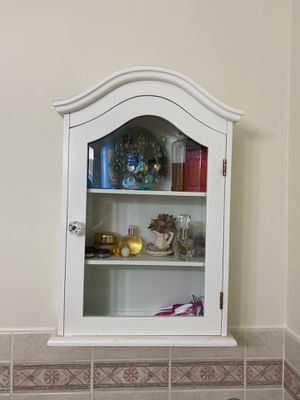Bathroom wall cabinet for Sale in Coral Gables, FL