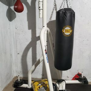 Boxing Bag Stand And Bag for Sale in IL, US