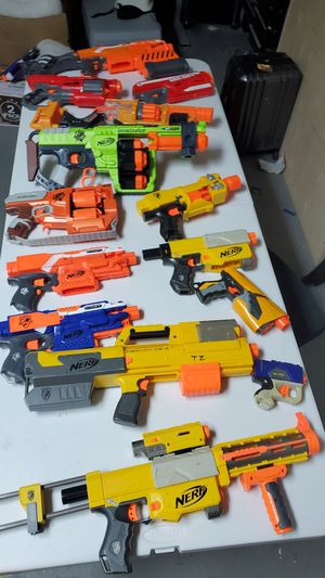 21 nerf guns and bullet belt. Worth More then 700$. for Sale in Aventura, FL