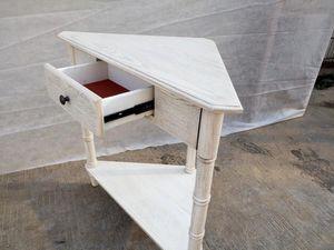 CONSOLE TABLE WHITE CORNER SHAPE for Sale in Hialeah, FL