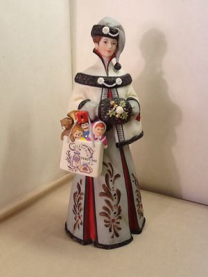 Lady statue California perfume company Mrs Albee Avon collectable for Sale in Beaverton, OR
