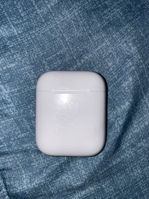 AirPod case only! No headphones included!! for Sale in Wheaton, MD