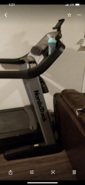 NordicTrack Elite 3750 Treadmill for Sale in Stone Mountain, GA