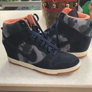 Nike High top Ladies Size 9 Sneaker for Sale in Oklahoma City, OK