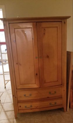 TV Armoire with retractable doors for Sale in Cumming,  GA
